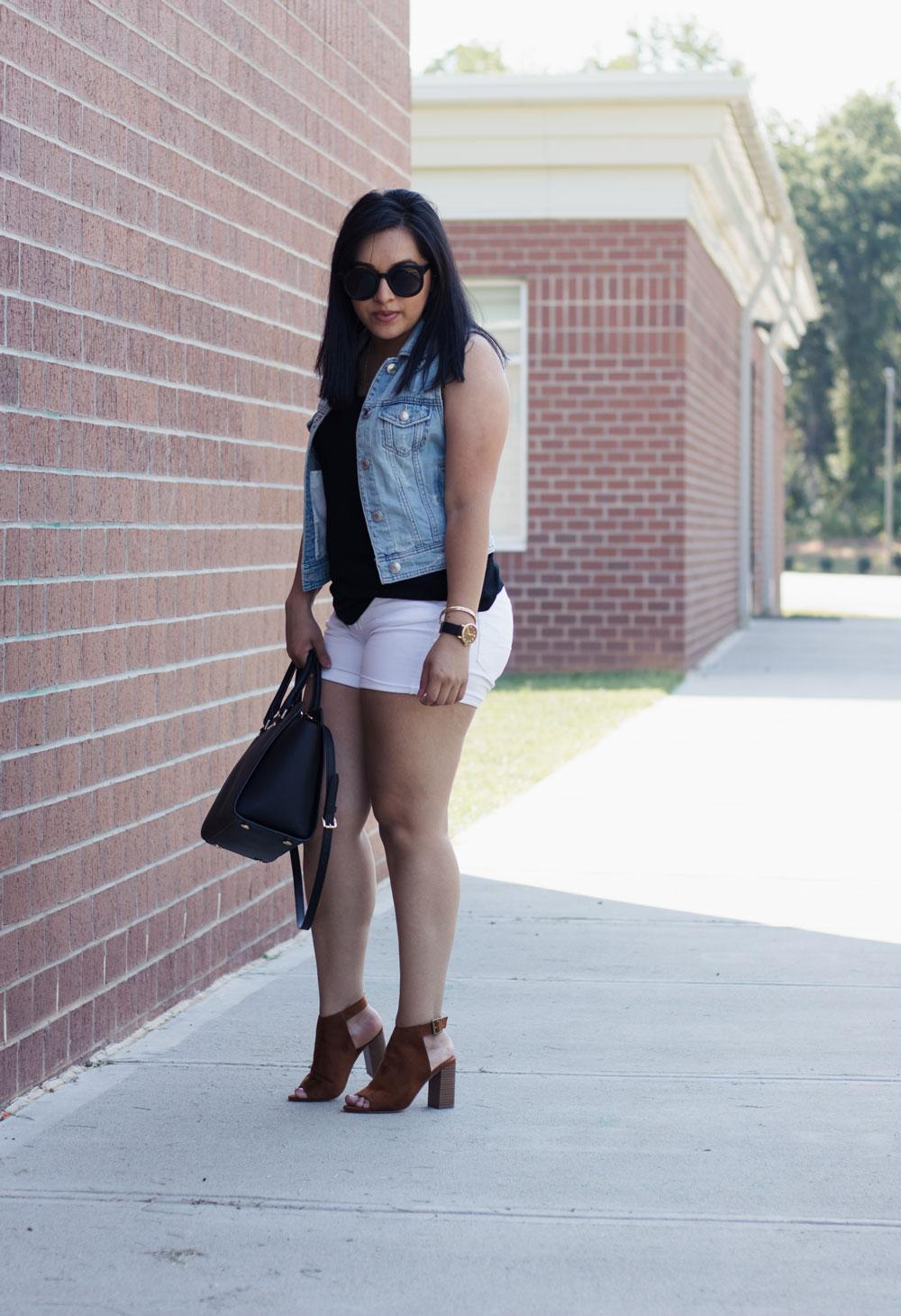 [:en]denim vest white shorts cognac heels summer outfit